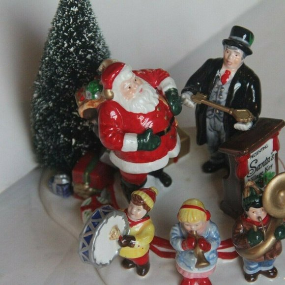 Department 56 Other - Dept 56 Snow Village Figurine 1997 Santa Comes To